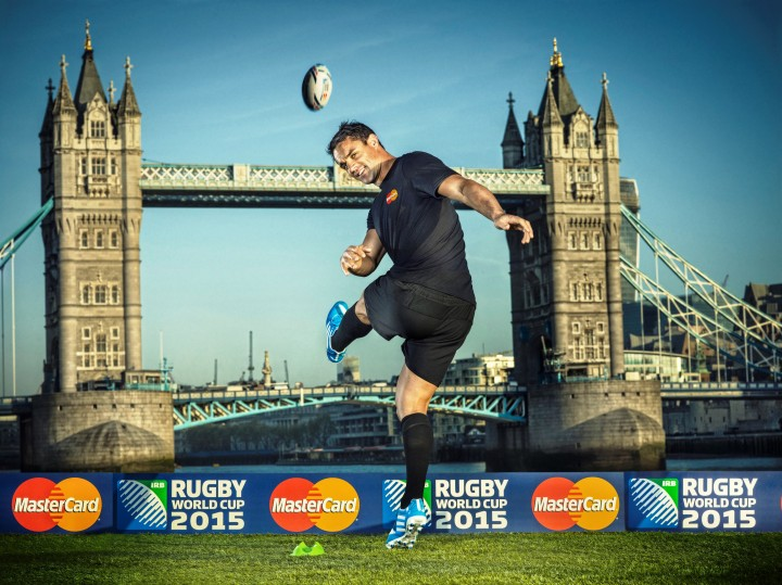 All Blacks fly-half Dan Carter kicked off MasterCard's Worldwide Partnership of Rugby World Cup 2015 on the River Thames, London today. A member of the Rugby World Cup 2011 winning New Zealand team, Dan Carter set his sights on England 2015 and together with MasterCard they will be looking to make the Tournament priceless for players and fans alike.